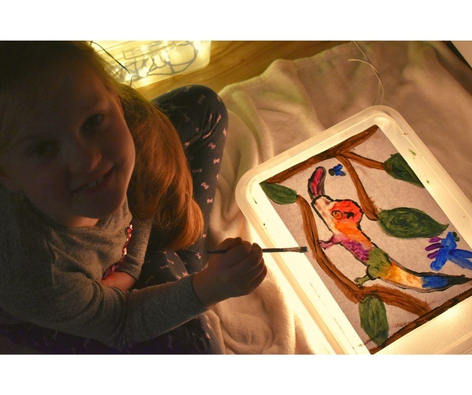 zabawy dla dzieci kreatywnie wdomu light table
