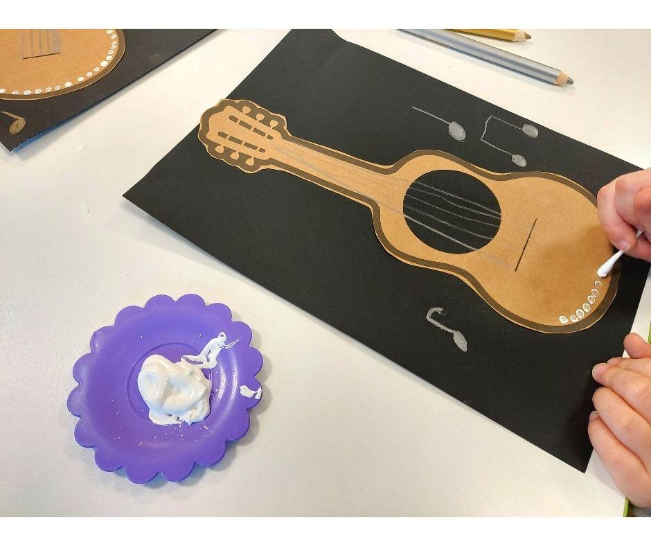 gitara praca plastyczna instrumenty kolorowanki karty pracy gitara szablon