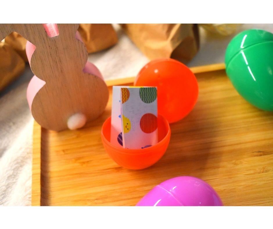 szukanie jajek zabawa Wielkanoc pomysły dla dzieci