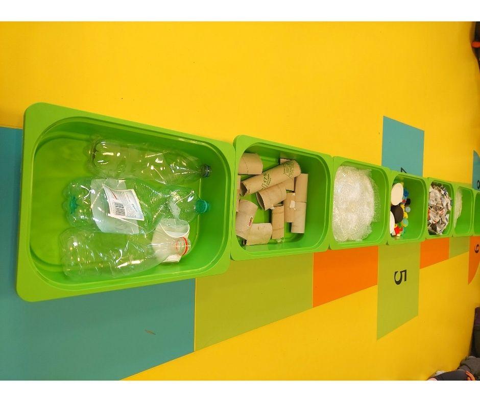 ścieżka sensoryczna dzień ziemi ekologia segreacja odpadów zajęcia przedszkole