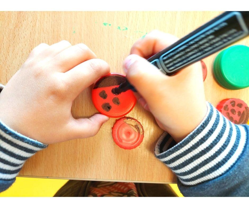 praca plastyczna recykling, dzień ziemi prace plastyczne przedszkole, dzień drzewa przedszkole, praca plastyczna zrecyklingu