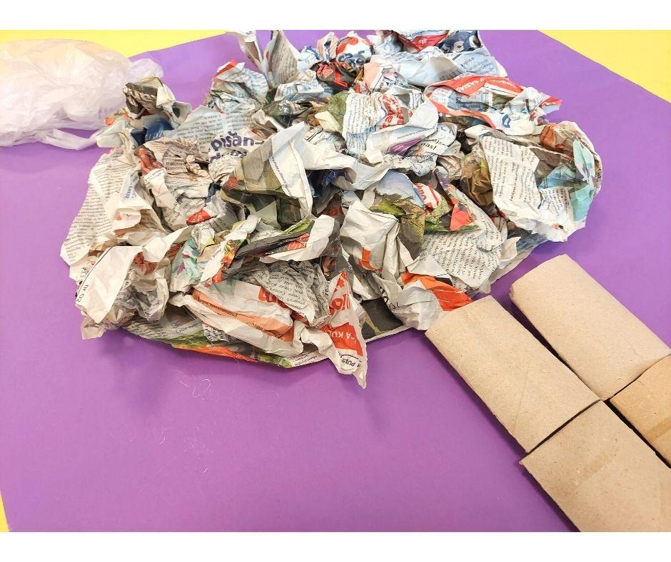 recykling drzewo praca plastyczna ekologia, praca plastyczna zrecyklingu, dzień ziemi, dzień drzewa przedszkole
