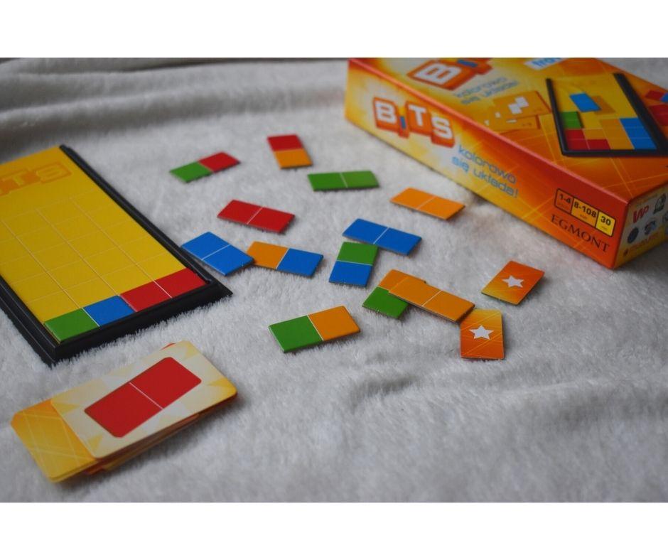 GRY logiczne, gry podróżne, gry doplecaka, co robić wpodróży dziecko się nudzi, bits gra logiczna opinie recenzja