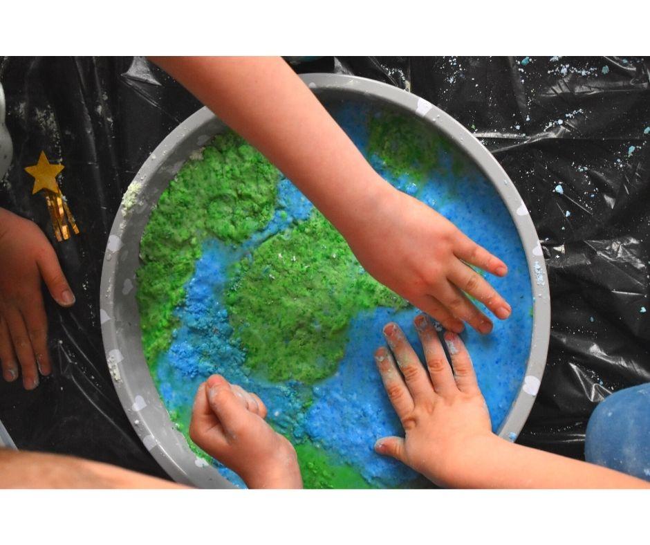 eksperymenty dla dzieci, dzień ziemi pomysły, ziemia przedszkole , kosmos zabawy eksperymenty przedszkole