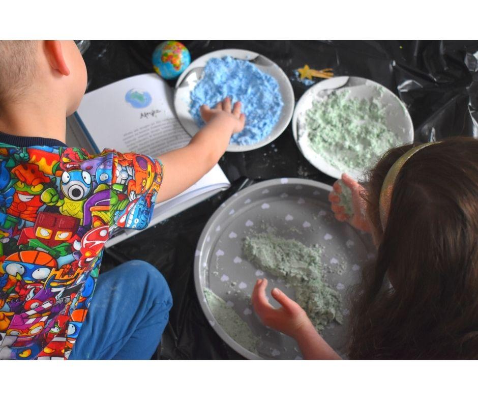 ciecz nienewtonowska eksperymenty dla dzieci, jak zrobić ciecz, ziemia kosmos pomysły dla dzieci, dzień ziemi przedszkole