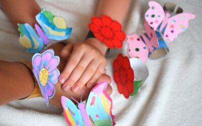 Bransoletki DIY dla dzieci + szablony dodruku (motyle ikwiaty)